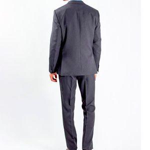 traje-liso-gris-oscuro-2-622657