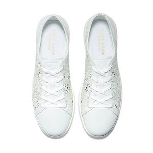 cole-haan-grandpro-lasercut-tennis-sneaker-blanco-w17921-4