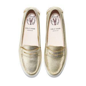 cole-haan-pinch-weekender-loafer-dorado-d44621-4